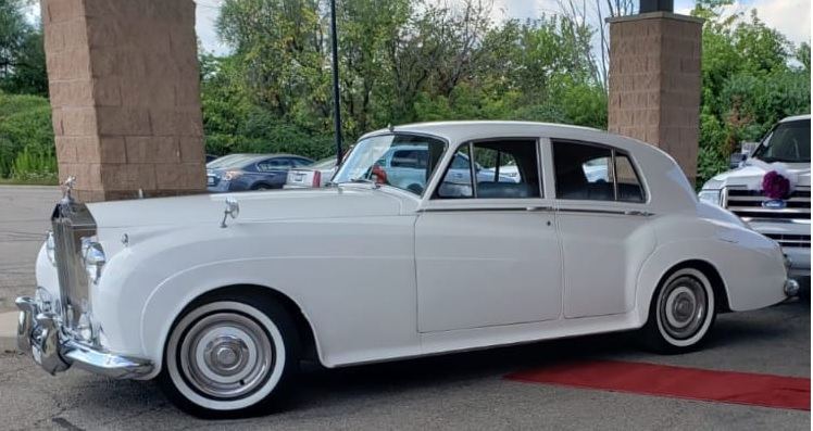 Rolls Royce Vitage Car- 4 Passengar